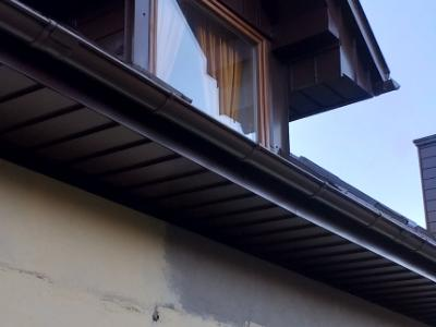 Widok na okno domu