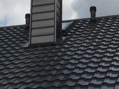 Widok na czarny komin
